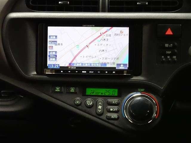 carrozzeriaナビゲーション(AVIC-MRZ99)を装備しており、CD、DVD、フルセグ視聴可能です。