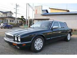 ワンオーナー車両でジャガー東京の整備記録簿満載です。