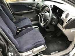運転席にはシートリフターが付いていますので、自分に合ったポジションで運転する事が出来ます♪シート自体もとても綺麗な状態となっておりますので購入後も快適にお乗り頂ける車両となっております♪