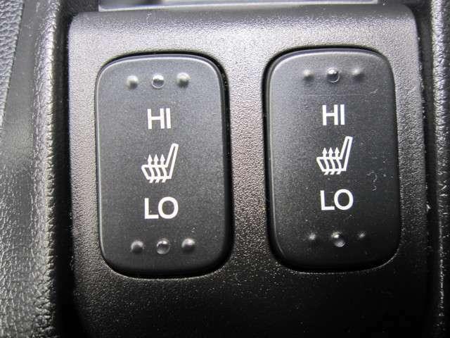 冷えが気になる方にもうれしい、運転席&助手席シートヒーター。