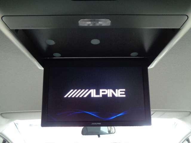 迫力の映像が楽しめる、アルパイン製後席専用モニタ-。お問い合わせは03-5672-1023へ