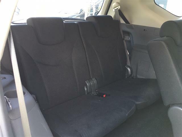 【サードシート】最後部座席でも広々くつろぐことができます。