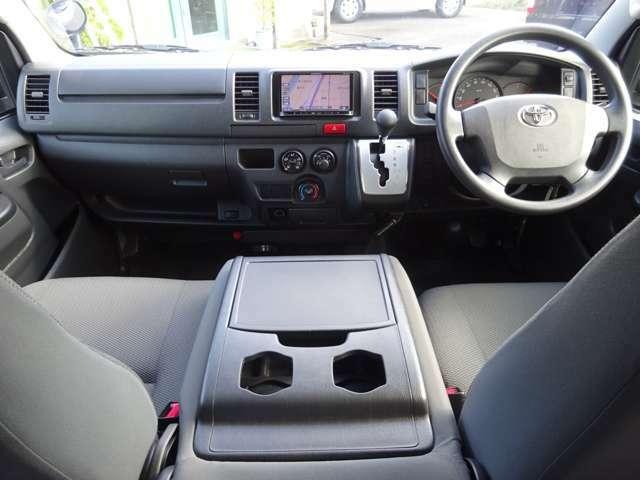 運転席エアバッグ/ABS/キーレス/イモビライザー/純正ドライブレコーダー(DRT-H66A)/社外ETC車載器/排ガス浄化装置スイッチ/電動格納式ドアミラー/フロントエアコンが装備されています。