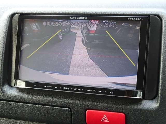 後方の安全確認や駐停車などに便利なカラーバックモニターが装備されています。