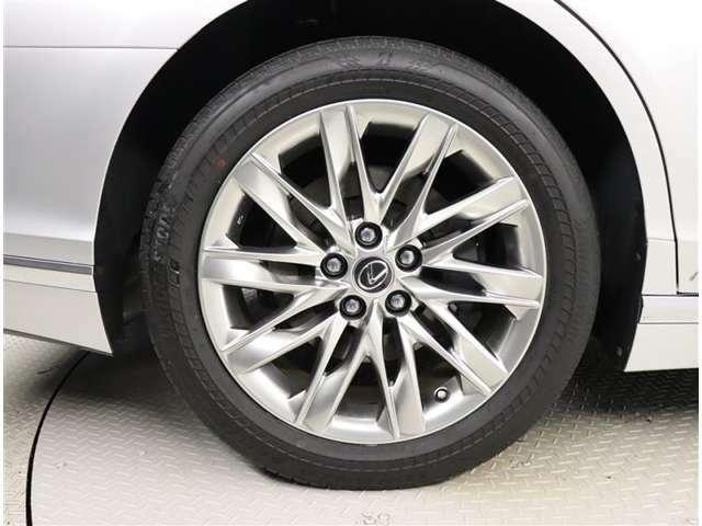 純正アルミホイール タイヤサイズ 245/50R19