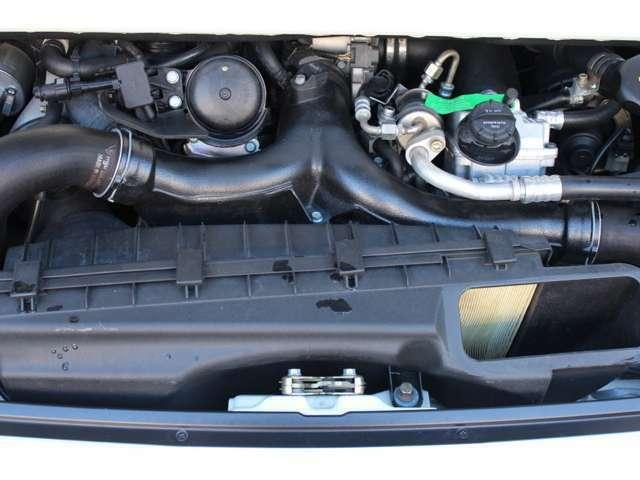 エンジンはターボS(ハイパフォーマンスエディション)専用水冷フラットシックス3.6Lツインターボ450PS(カタログ値)です。