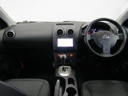 シンプルで使い勝手の良いインパネ廻りです。ドライバーが感覚的に操作・確認できるよう気配りされた運転席廻りです。