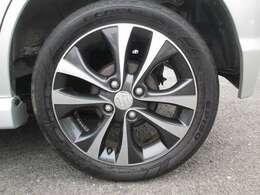 ワゴンRターボ用純正アルミ付きタイヤ(165/55R15)が装着されていてスポーティUP!