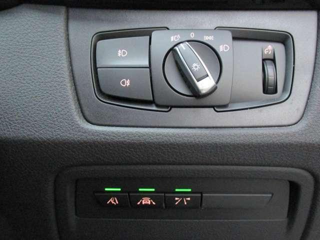 ・左からレーンチェンジウォーニング、前車接近警告システム、レーンディパーチャーウォーニング