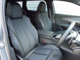 フロントシート テップレザー/ファブリックシート 運転席メモリー付電動シート&マルチポイントランバーサポート/フロントシートヒーター装備