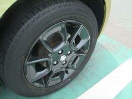 タイヤの溝もまだまだあります!ガンメタ調のアルミホイール装備!