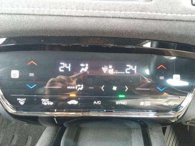 オートエアコンです!温度を設定すれば自動で快適に調節してくれます!