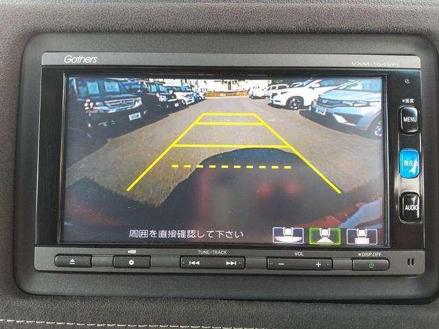 安心のバックモニター付です。バックに入れると自動でリヤカメラに切り替わります。車庫入れも楽々です。