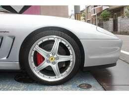 ★純正オプションの19インチアルミにパイロットスポーツ製タイヤを装着しております♪