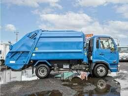 ◇車両は一台一台丁寧に洗車をしてから納めさせて頂いております。ポリッシャーでのキャビン研磨。品質向上の為車内はカークリーニング専門業者に委託し、特にヤニの酷い車では天張りを外しての洗浄も行っています。
