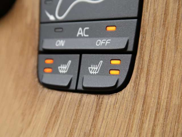 ◆シートヒーター『2段階で強弱の調節が可能なシートヒーティング機能を装備しております。季節によっては欠かすことのできないポイントの高い装備ではないでしょうか。』