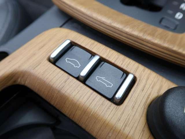 ◆電動ハードトップ『ボタン一押しで3分割され、約30秒でボディ後方に格納されます。リアウィンドウはガラス製で、良好な後方視界をもたらします。』