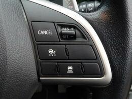 高速道路で便利な【レーダークルーズコントロール】も装着済み。高速道路等でアクセルを踏まずに車速や車間を一定に保って走ることが可能です。加速減速もスイッチ操作でOKです。