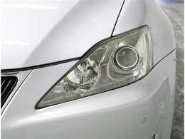 ディスチャージヘッドランプ 通称HID(太陽光に近い光)付きで夜間走行も安全装備満載で安心ドライブ~♪