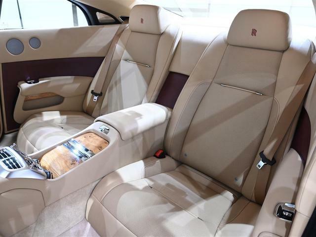 独立型後席シートは、ゆったりとした座り心地に