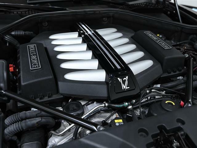 6.6リッターV12 ツインターボエンジンは静粛性にも優れております