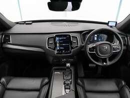 2017年モデル!XC90 T6 AWD Rデザイン入庫しました!クリスタルホワイトパール!シートヒーター!Rデザイン専用スポーツシート!ターボ&スーパーチャージャーのダブル過給!