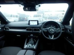 乗る人を安心に支える、人間中心で磨き上げたシンプルな情報レイアウトな空間。