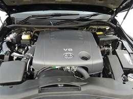 経済性にも配慮したレギュラーガソリン仕様。市街地走行で扱いやすく、追い越し加速や高速道路への進入などで力強い加速を発揮するV6エンジン!