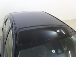 ボディカラーは高級車の象徴ブラック塗装