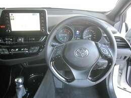 ドライバーズシートから見易いメーター&操作し易い計器類は乗り易い車を証明しています。