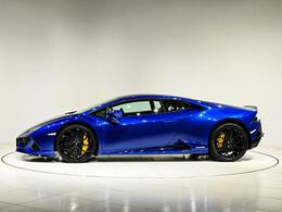 ブルーの外装にイエローのキャリパーカラーが差し色を添えます。
