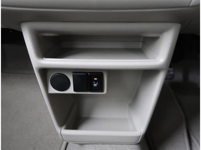 【シートヒーター】寒い日の運転など冷えやすい脚部を快適に温めてくれる。嬉しい機能♪