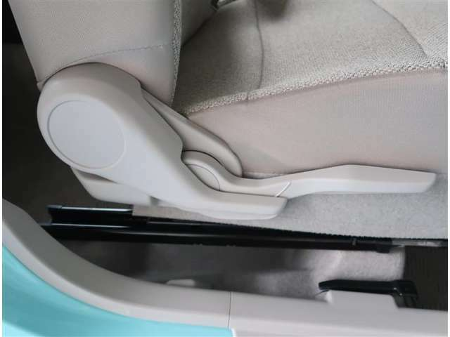 【シートアジャスター】運転席に上下シートアジャスターが付いてます。座席の高さも調整可能です