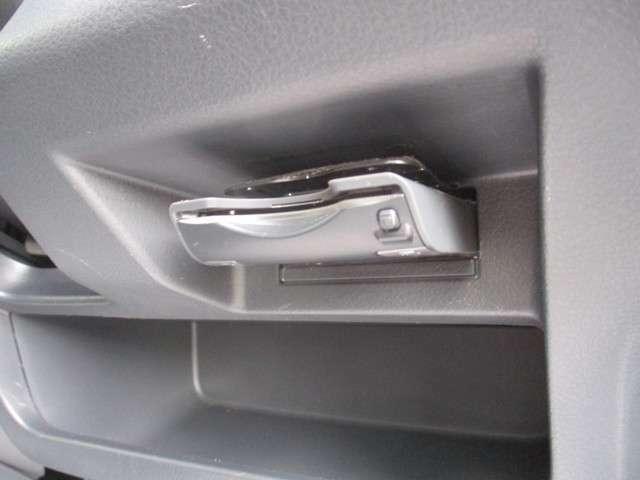 高速道路の料金所でお財布を出さなくてもスムーズに通過できるのがうれしいですよね!ETC装着車です!