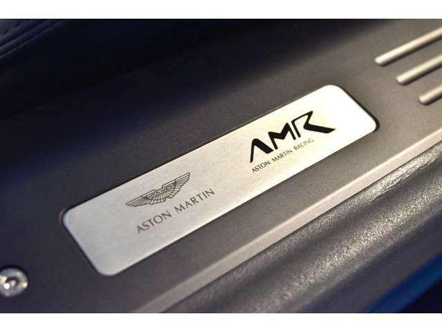 """""""AMR""""はAston Martin Racingの略となっており、GTカーとしてだけではなく、生粋のスポーツカーであることも意味しております。"""