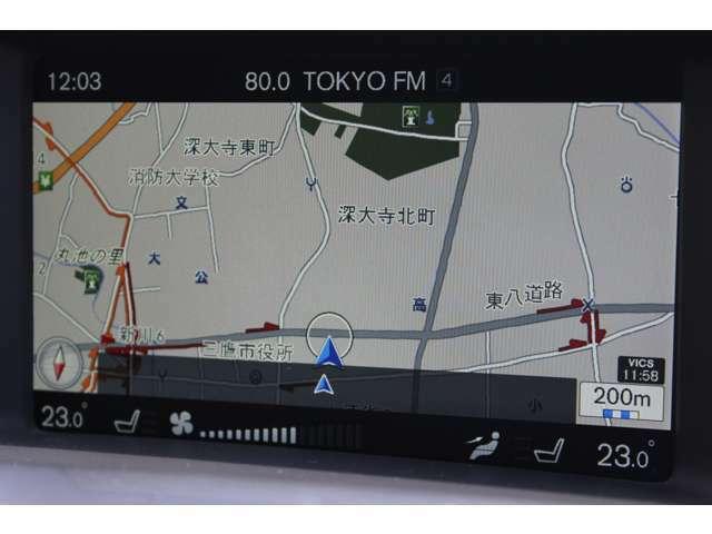 7インチ・ワイドディスプレイに表示されるHDDナビゲーションシステム
