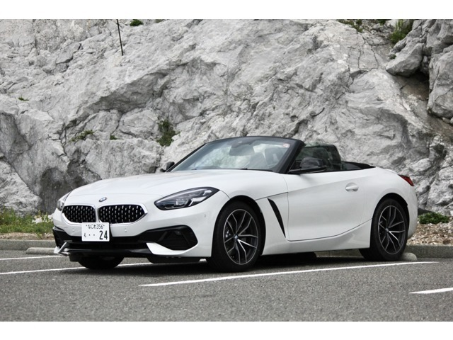 BMW Z4 sDrive 20i sportイノベーションパッケージです。先進機能が装備されてます。