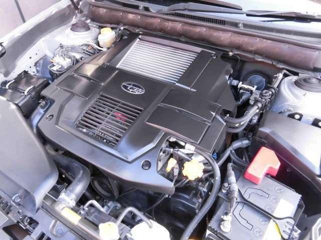 2.5リッター水平対向4気筒DOHC16バルブターボエンジンです^^意外に経済的な燃費ですね^^