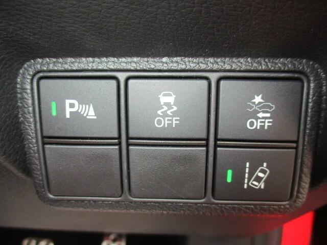 万が一の衝突の際、衝突被害を軽減させる今やマストアイテムの衝突軽減ブレーキ搭載。是非安心感のあるお車をお選びください。