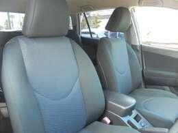 運転席脇には小物入れがついています