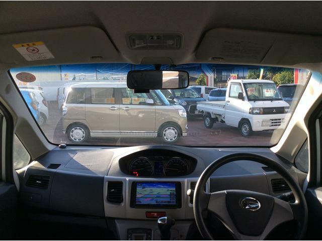 すっきり広々なインパネで視野もよく運転しやすいとよく言われます◎