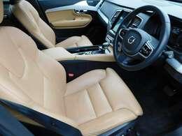 内装はアンバーレザー。フロント2席シートヒーター付です。シートエクステンション機能も付いております。