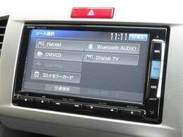 ナビゲーションはホンダ純正メモリーナビ(VXM-142VFi)が装着されております。AM、FM、CD、DVD再生、フルセグTV、Bluetoothがご使用いただけます。初めて訪れた場所でも道に迷わず安心ですね!