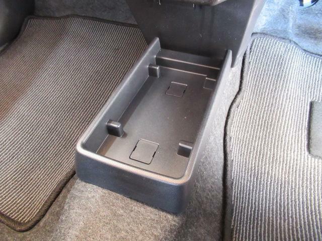 箱ティッシュを置くのに便利なセンターフロアトレイ