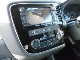 サイドカメラ・バックカメラ付き車です。駐車の際、これがあれば運転に自信が無い方もこれで安心です!一度使うと手放せない装備です!