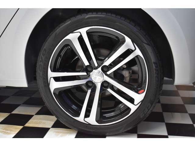 タイヤの状態もよく溝たっぷり、まだまだ安心して使用可能です。ホイール、サスペンションまわりもクリーニング済み。