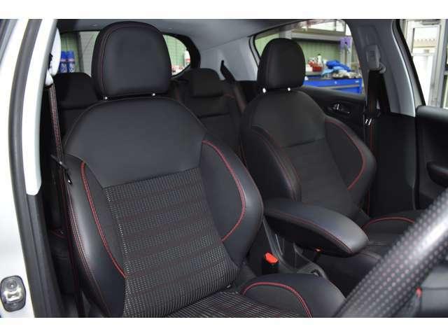 運転席シートに気になるスレ・汚れ等のダメージはございません。車内の気になる悪臭等も御座いません。