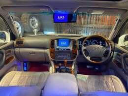 ベージュの革調シートカバーがついており車内は高級感があります。マルチナビは2020年4月バージョンに更新済みです!DVDデッキがついておりますのでDVD視聴可能!テレビも視聴できます!