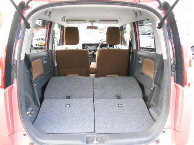 後席を倒せばこんなに広く☆大きな荷物も載せることができます♪