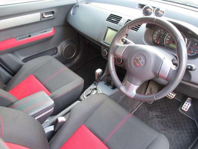 内装もご覧のとおり!操作性の良い配置でオススメ車輌の一台です!もちろん質感も良好です!